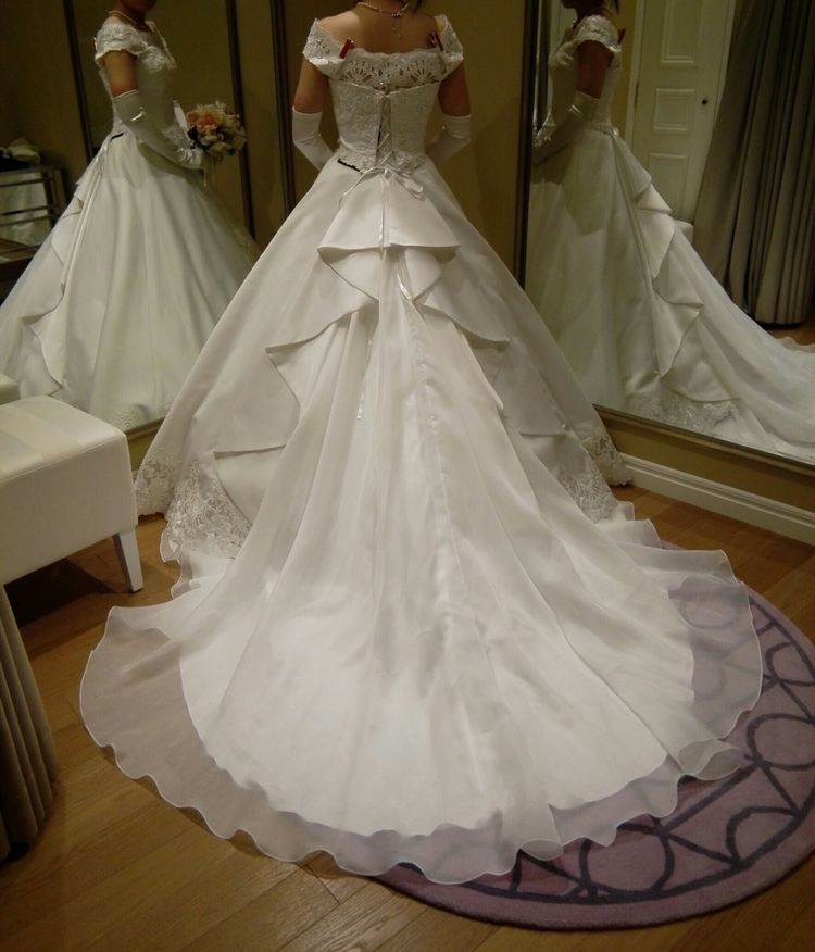クラシカルな印象が可愛いドレス