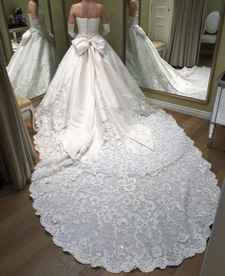 刺繍が素敵な華やかなドレス