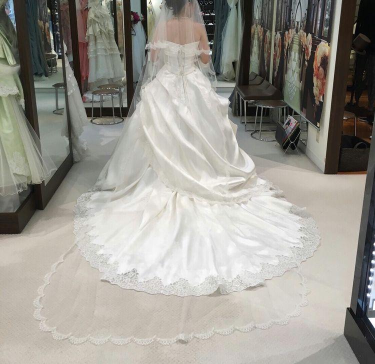 アシンメトリーがきれいなドレス