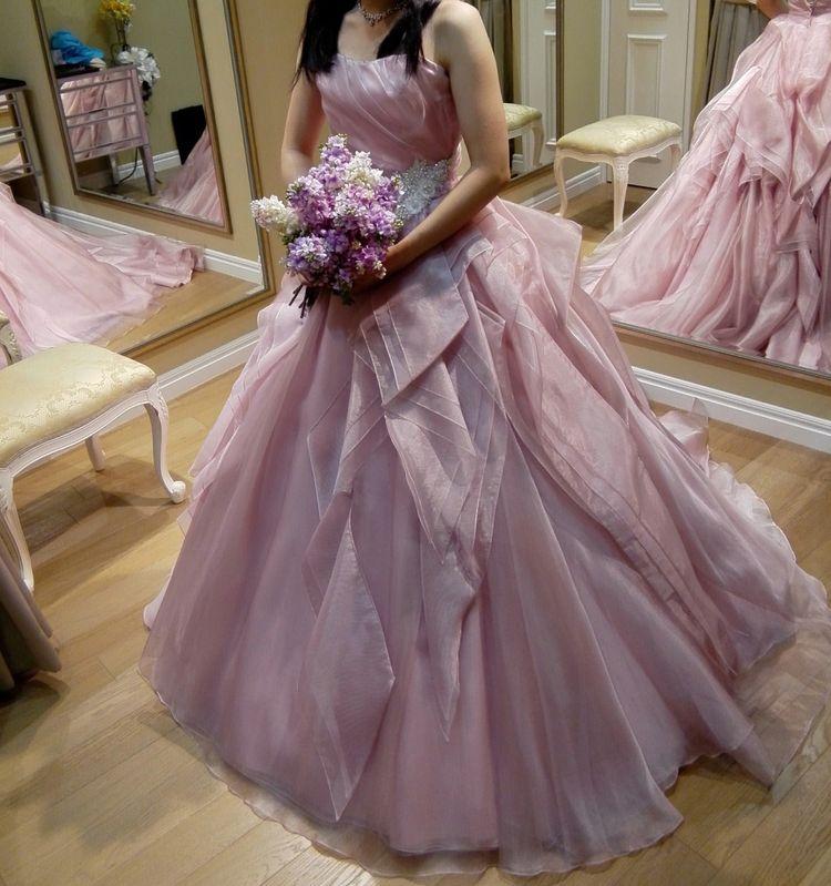 オトナ女子でも着られるピンクドレス