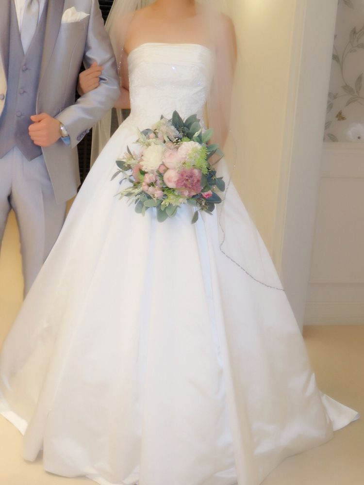どんなブーケにも合う純白ドレス