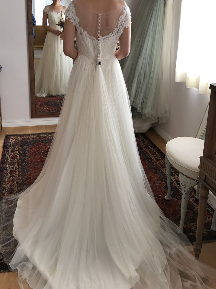 柔らかなナチュラル系王道ウエディングドレス