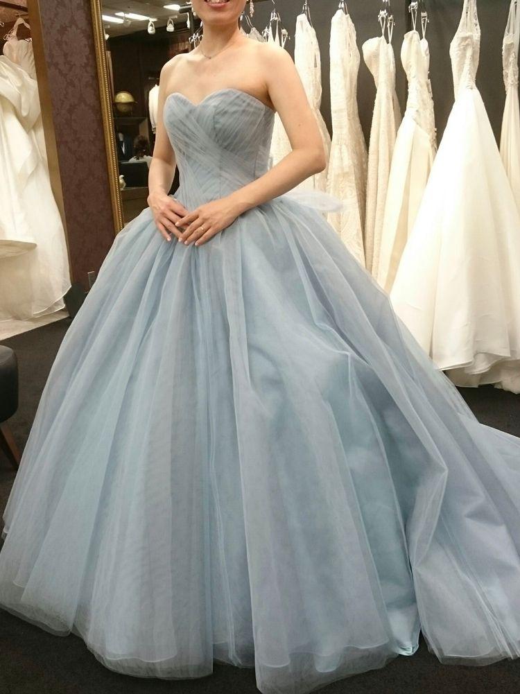 ハリ感チュールの数色重ねドレス