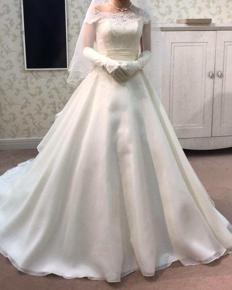 オフショルが可愛いドレス