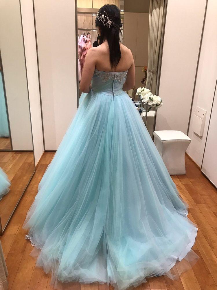 爽やかな色のドレス
