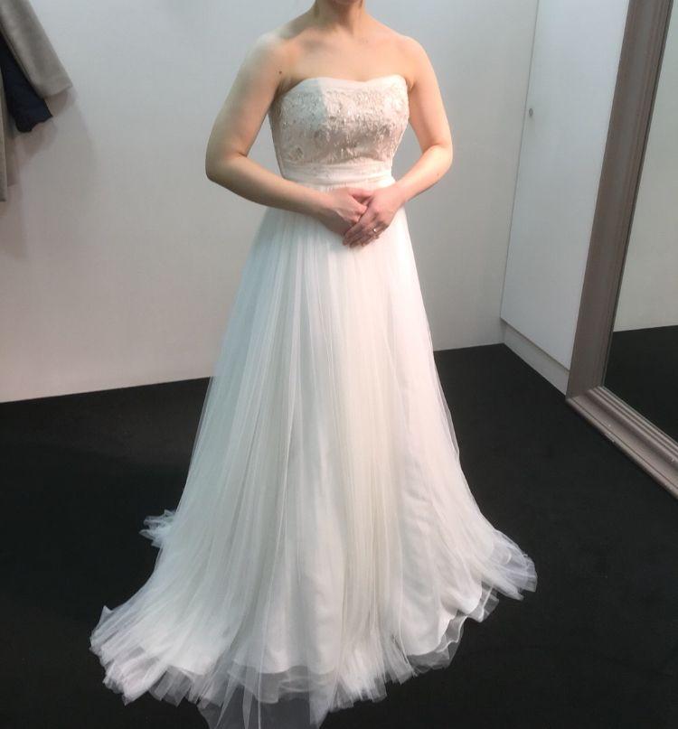 シンプルおしゃれなドレス