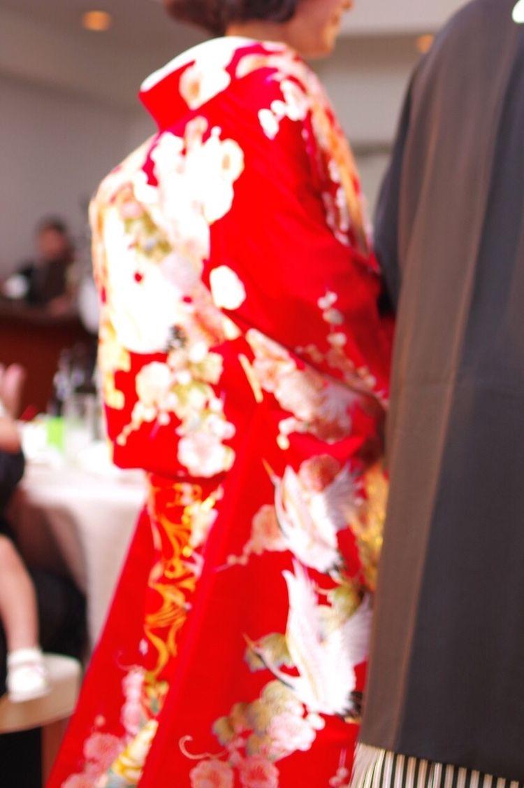 沢山の鶴が舞う真紅の色打掛