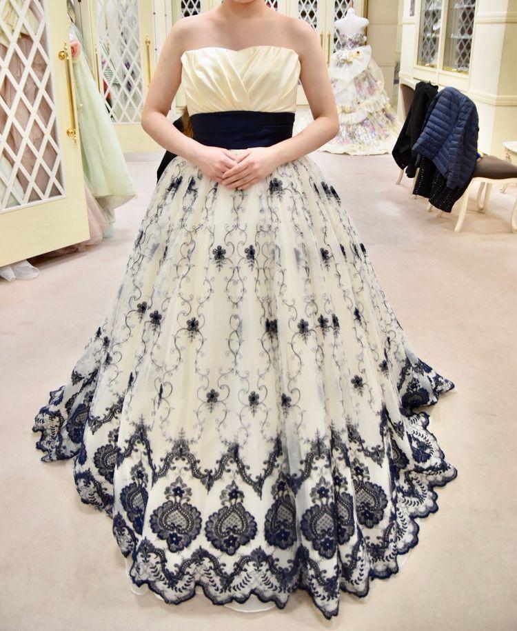 刺繍が綺麗なカラードレス