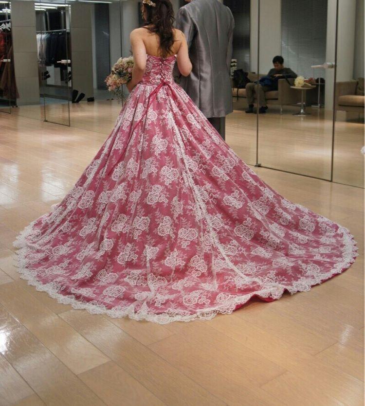 可愛らしさ重視、カーテンのようなレース素材ドレス