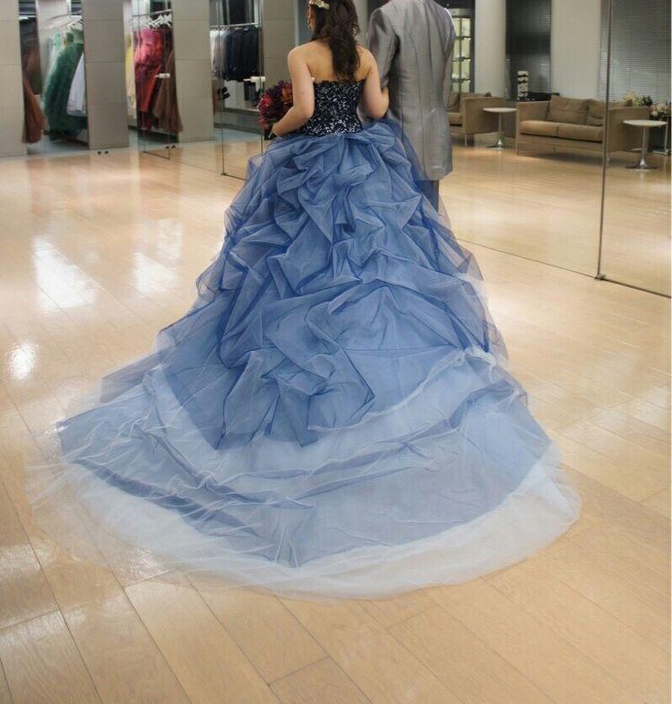 ボリューム感かつゴージャス感ある夏らしさを与えるドレス