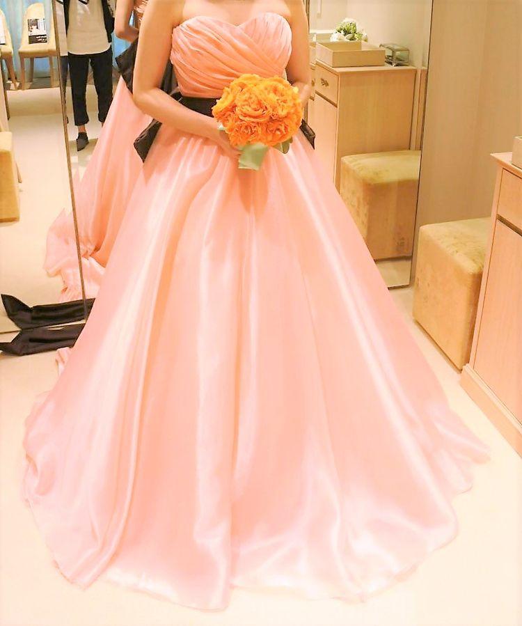 全体的に可愛い感じのドレスです