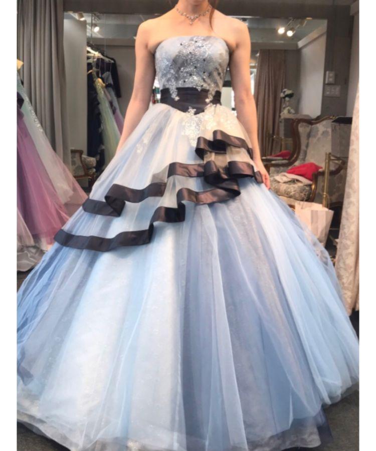 水色のボリュームドレス