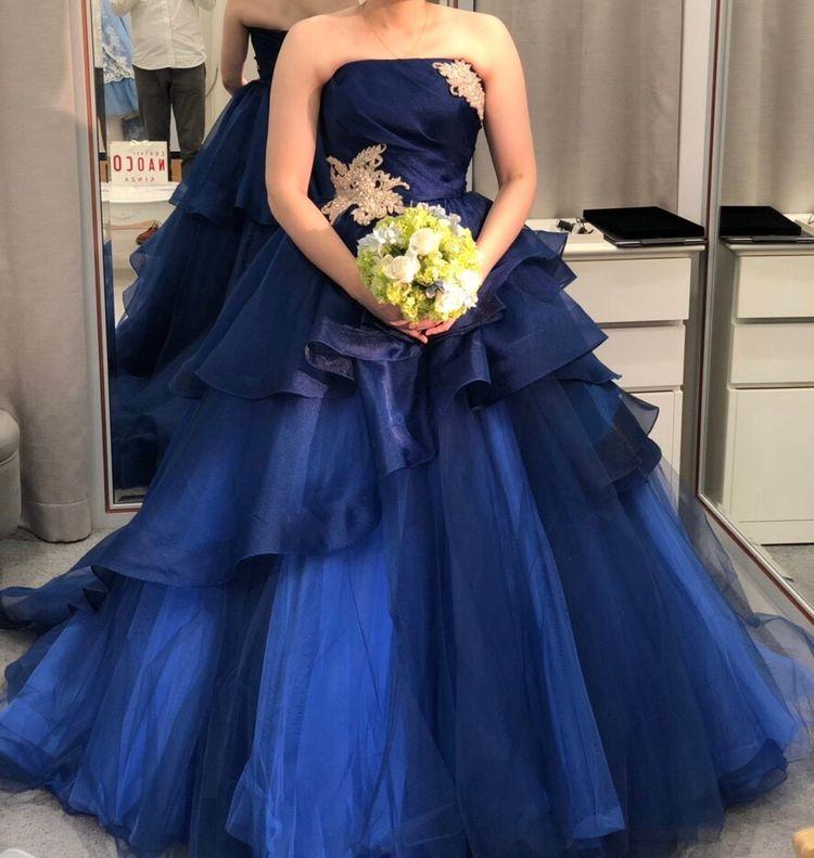 深い青が綺麗なドレス