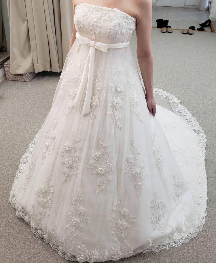 白いリボンがコンセプトのキュートなドレス