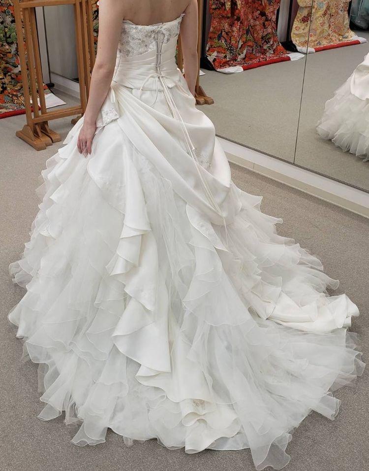 ウエストがすっきり見えてゴージャス感あるドレスです。