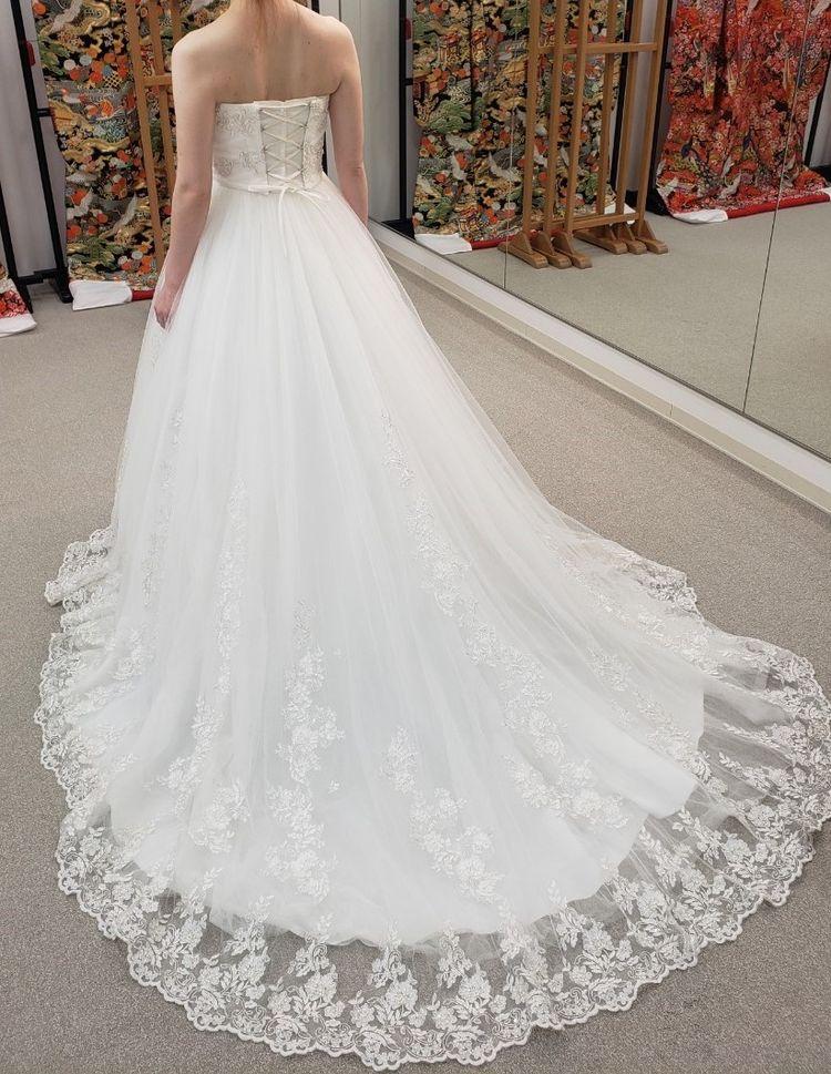 シンプルなAラインのドレス