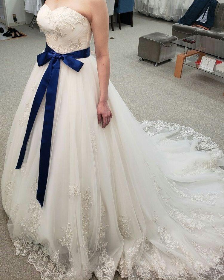 紺色のリボンがコンセプトの大人なドレス