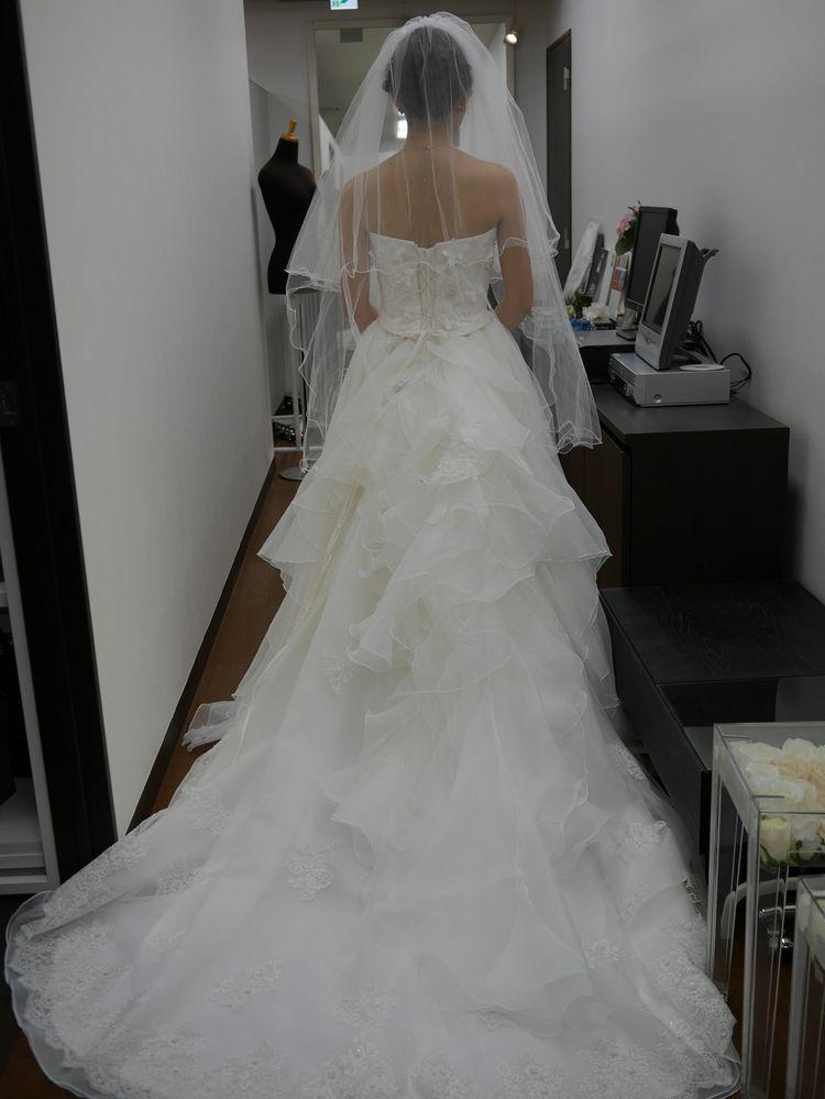 フリル付きの可愛らしいドレス