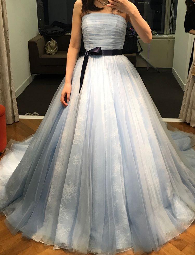 優しい水色ドレス