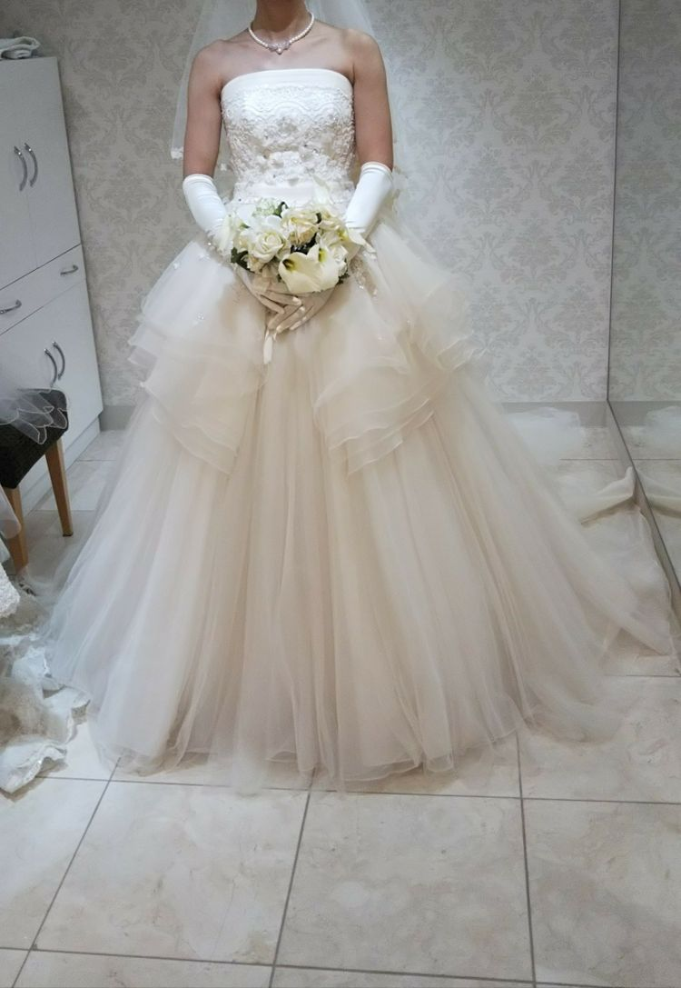 アンテプリマのフワフワドレス