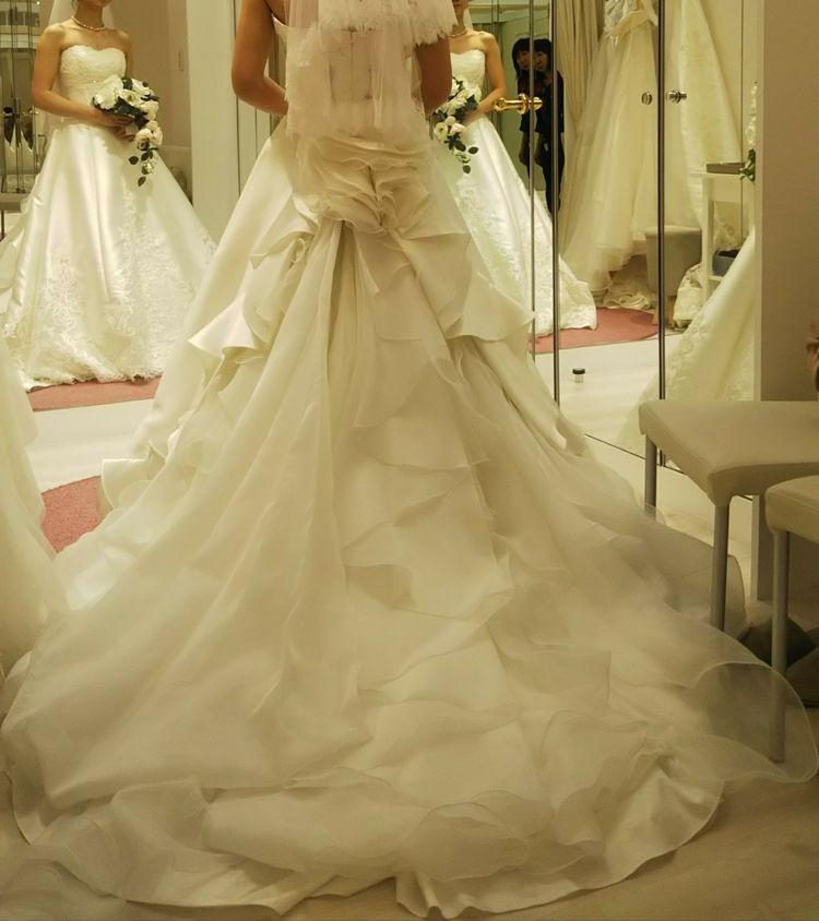 サテンのドレス