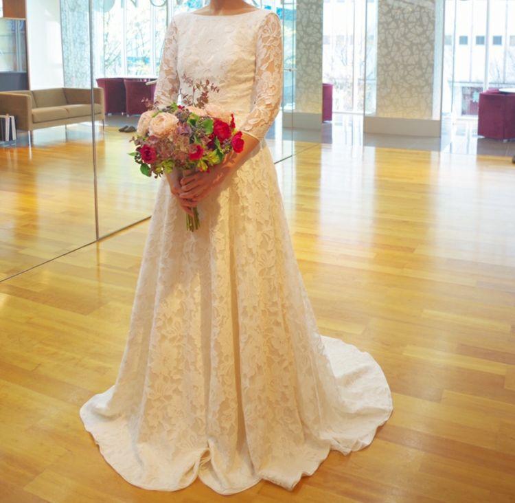 クラシカルな長袖刺繍ドレス