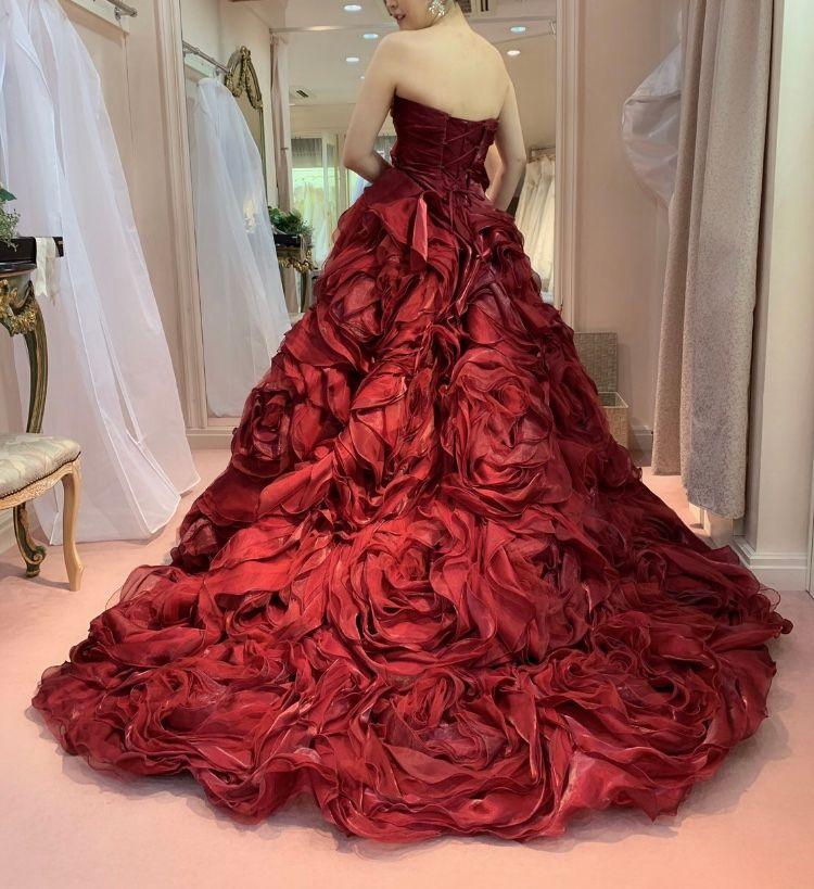 ハツコエンドウの薔薇モチーフのドレス