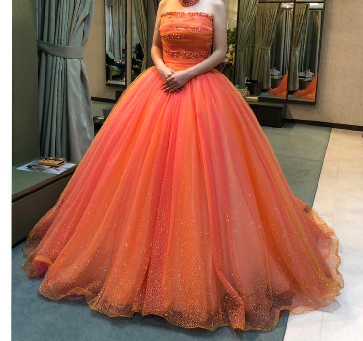 すごく目を惹くドレスでした!!!