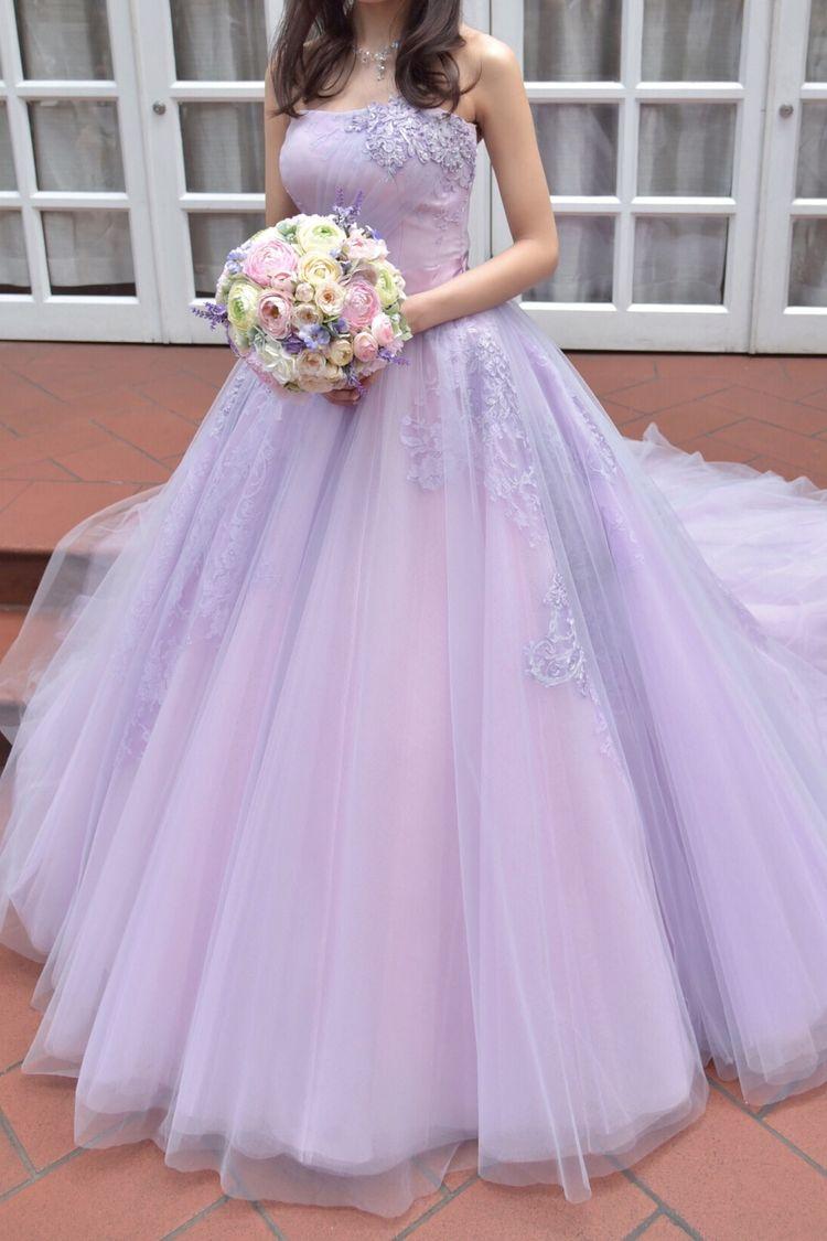 淡いパープルのチュールで、透明感あふれるカラードレス