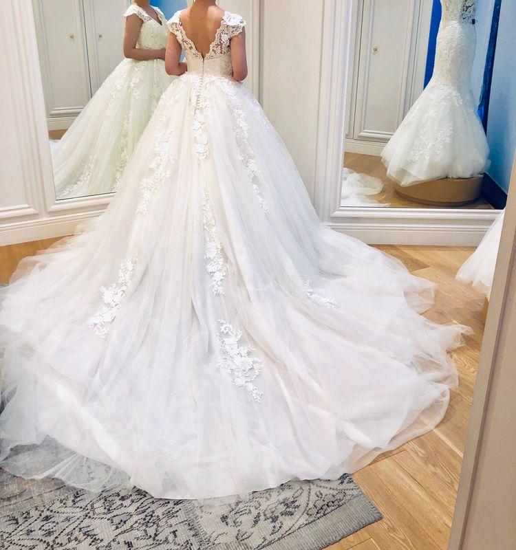 清楚だけど豪華なプリンセスドレス