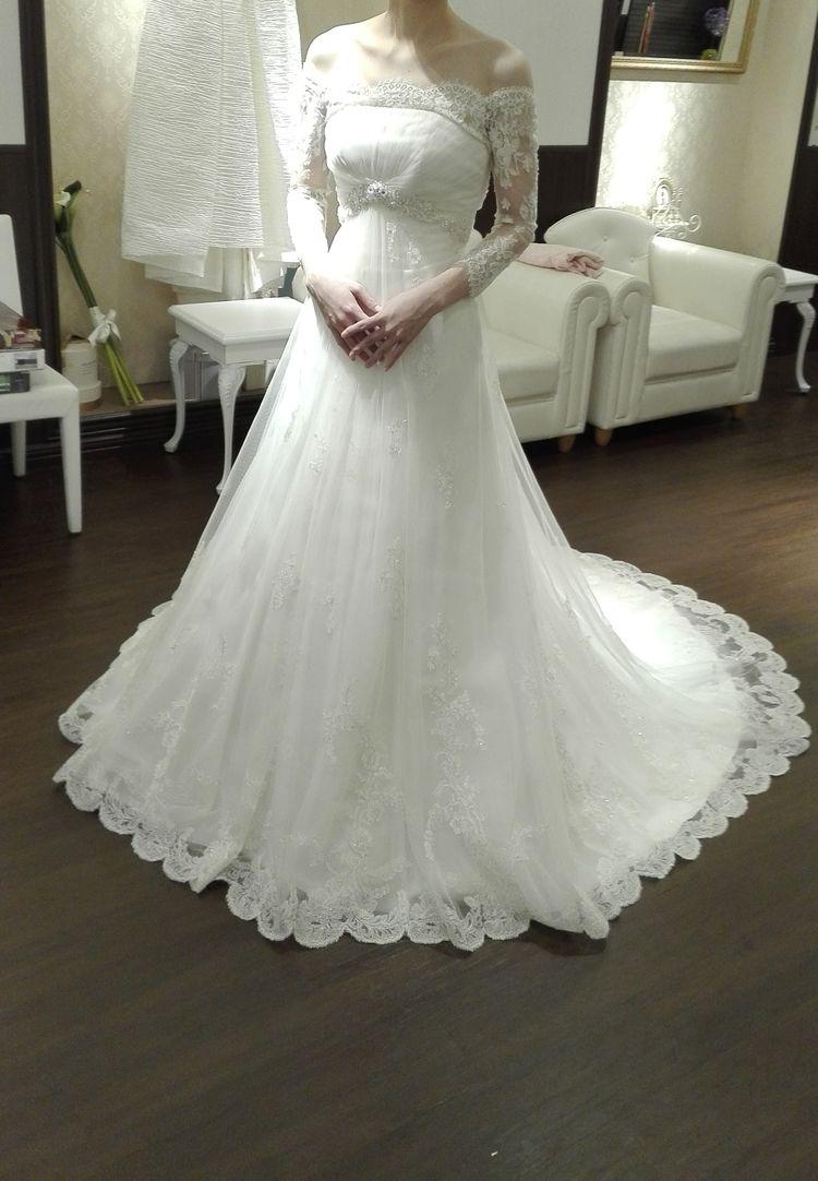 腰部分のデザインが素敵なドレス