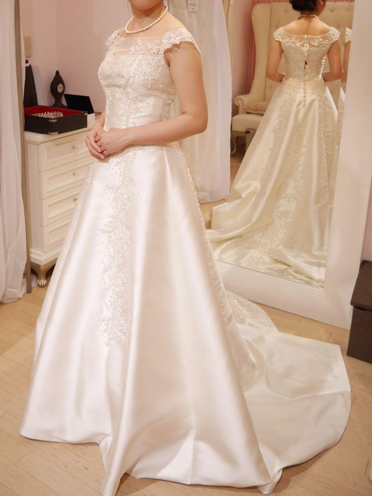 オーソドックスながら刺繍が美しいドレス
