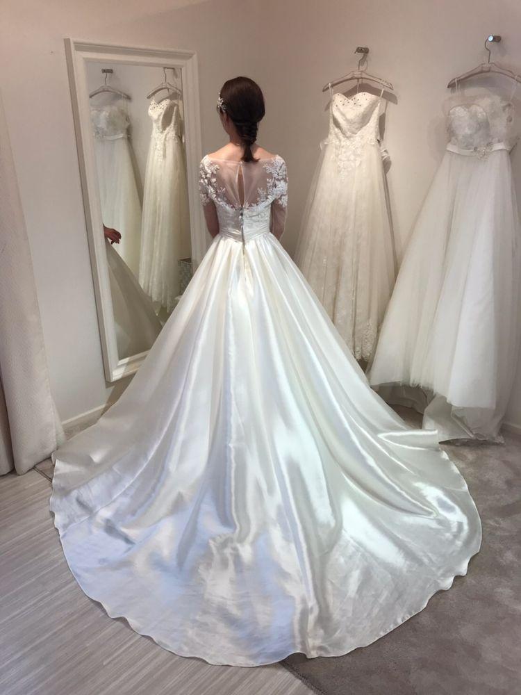 長袖タイプのドレスが珍しい