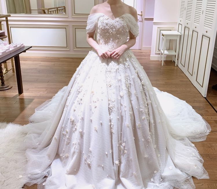 check out aef0b a08a2 憧れのペルラ」少しくすんだ色のウエディングドレスで ...