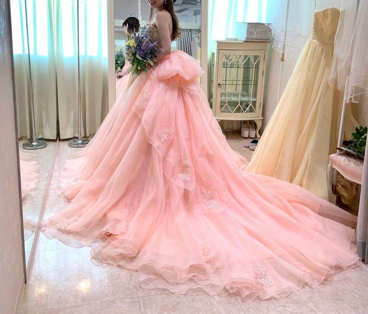 女性らしい優しい印象のピンクドレス
