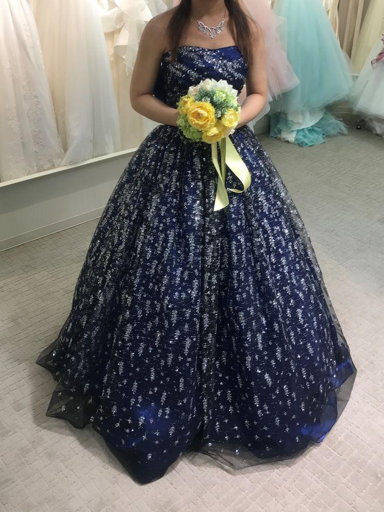 キラキラと輝く大人っぽいブルーのドレス