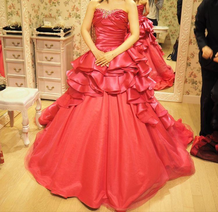 チェリーピンクのキュートなドレス