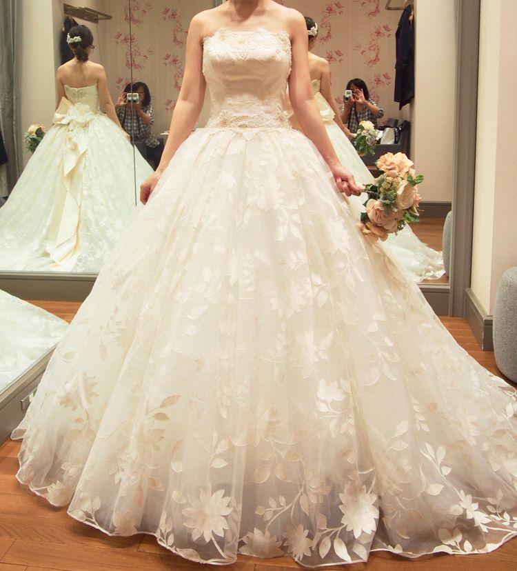 お花とビージングが可愛いプリンセスドレス
