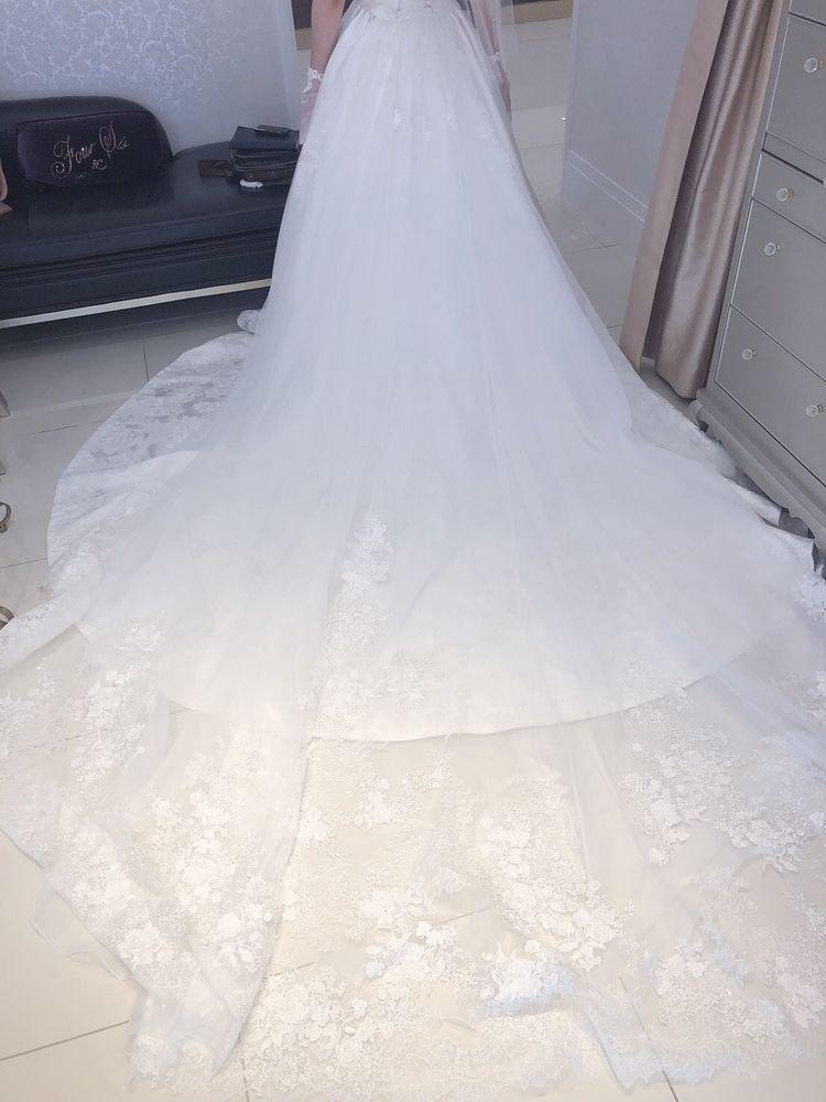 オフショルダー刺繍いっぱいのドレス
