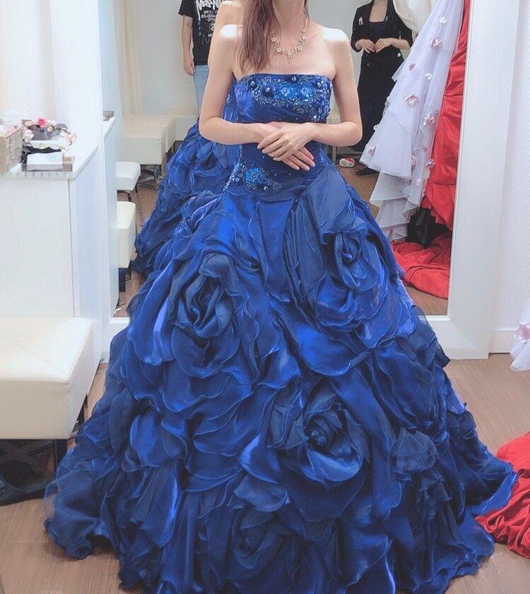 華やか青ドレス