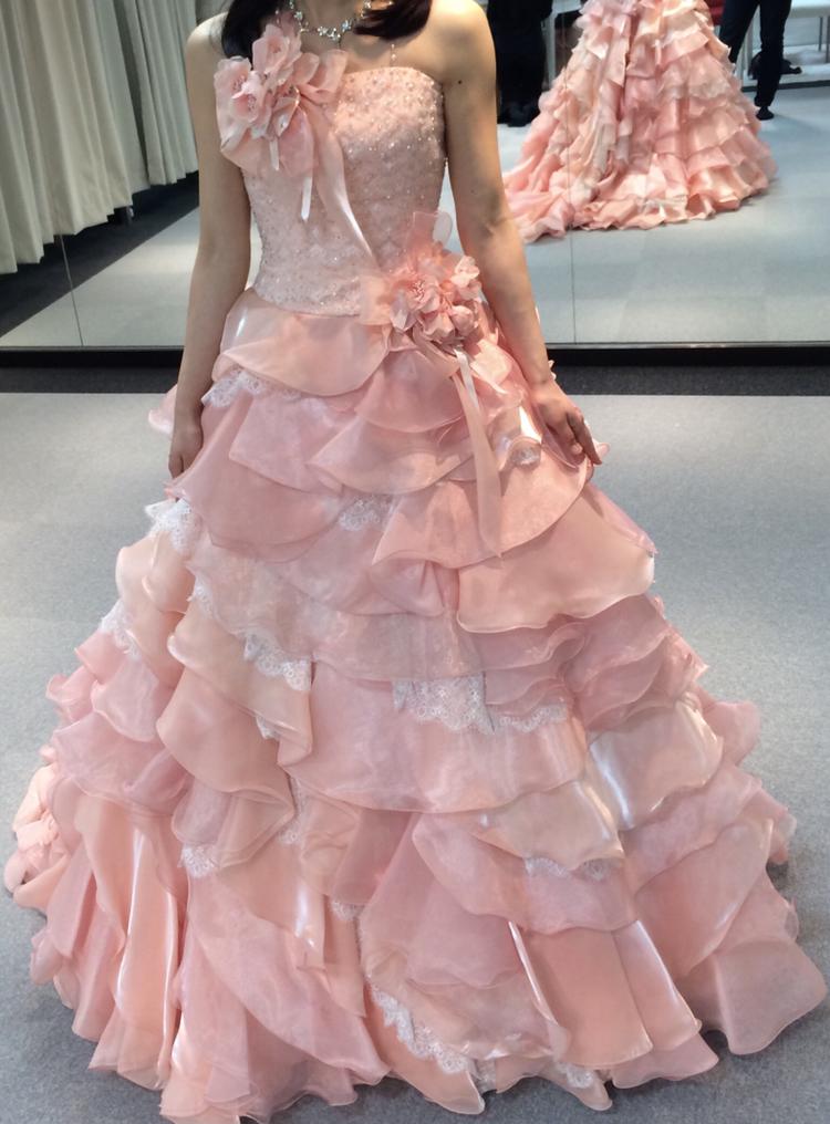胸元・腰のお花がポイントの可愛らしいカラードレス