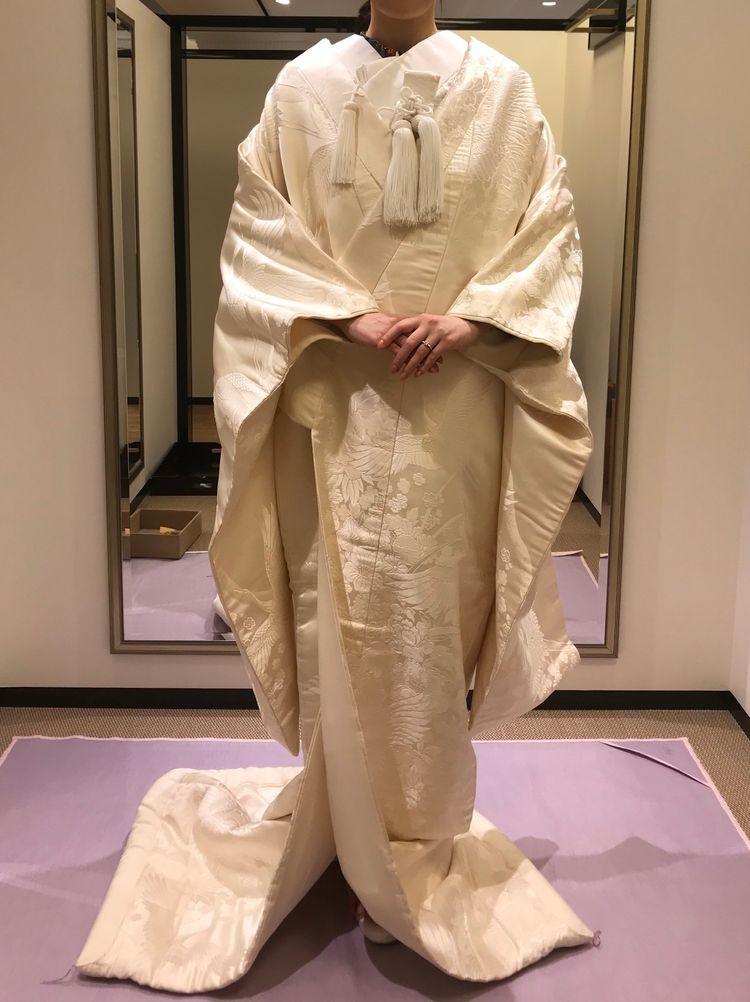 絹で模様が施された白無垢