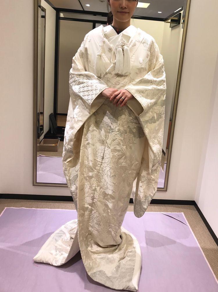 銀糸、相良刺繍の豪華な白無垢