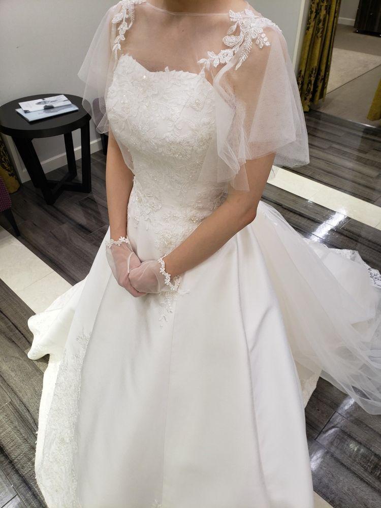 サテン生地の王道ドレス