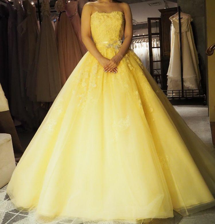 爽やかなレモンイエローのドレス