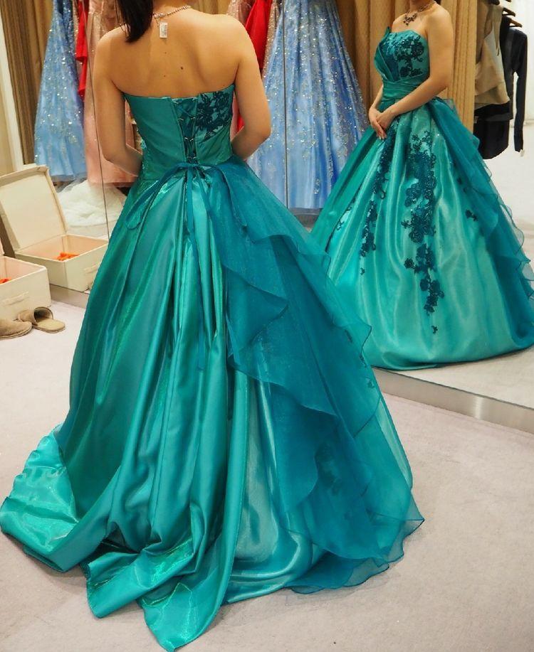 アリエルカラーのドレス