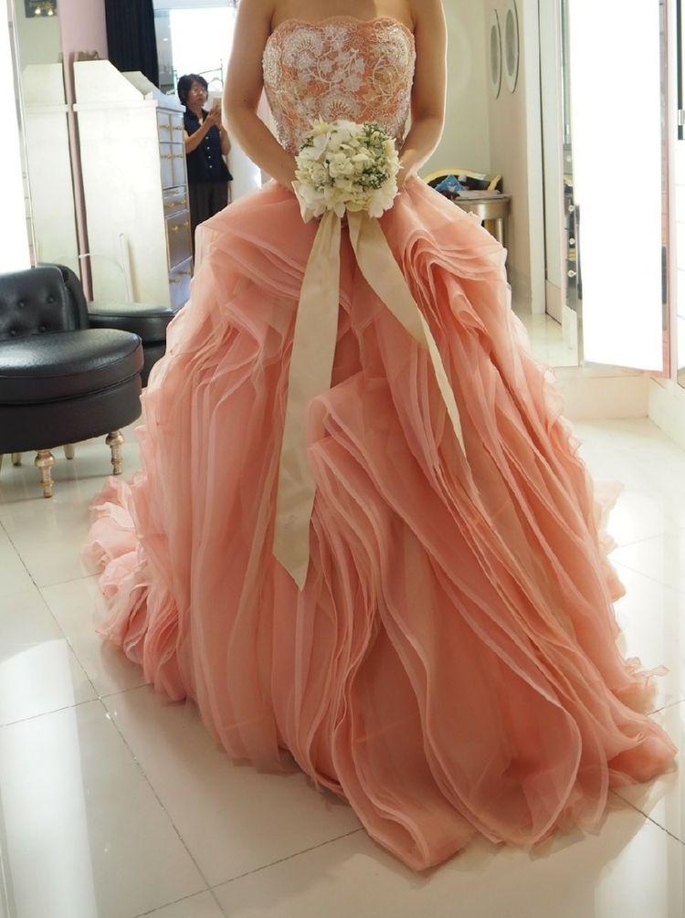 珍しい縦フリルのドレス