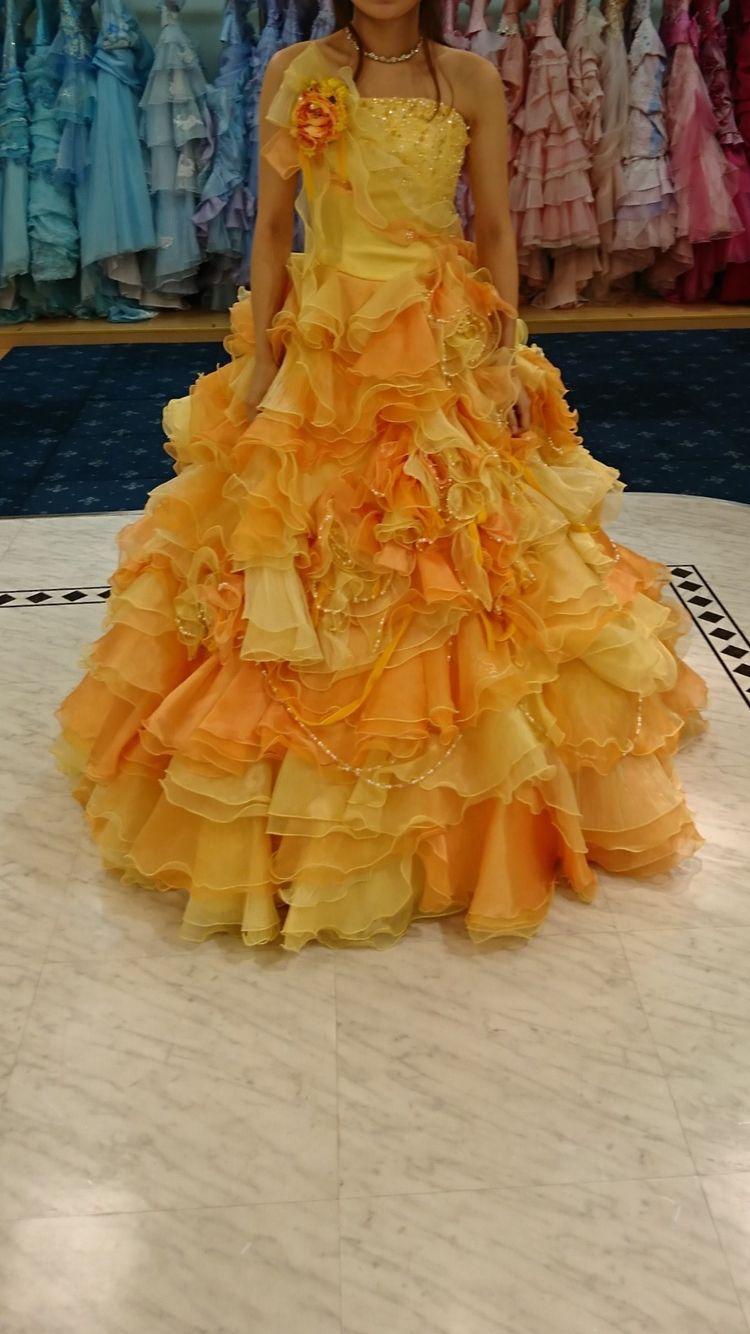 オレンジ系のカラードレス