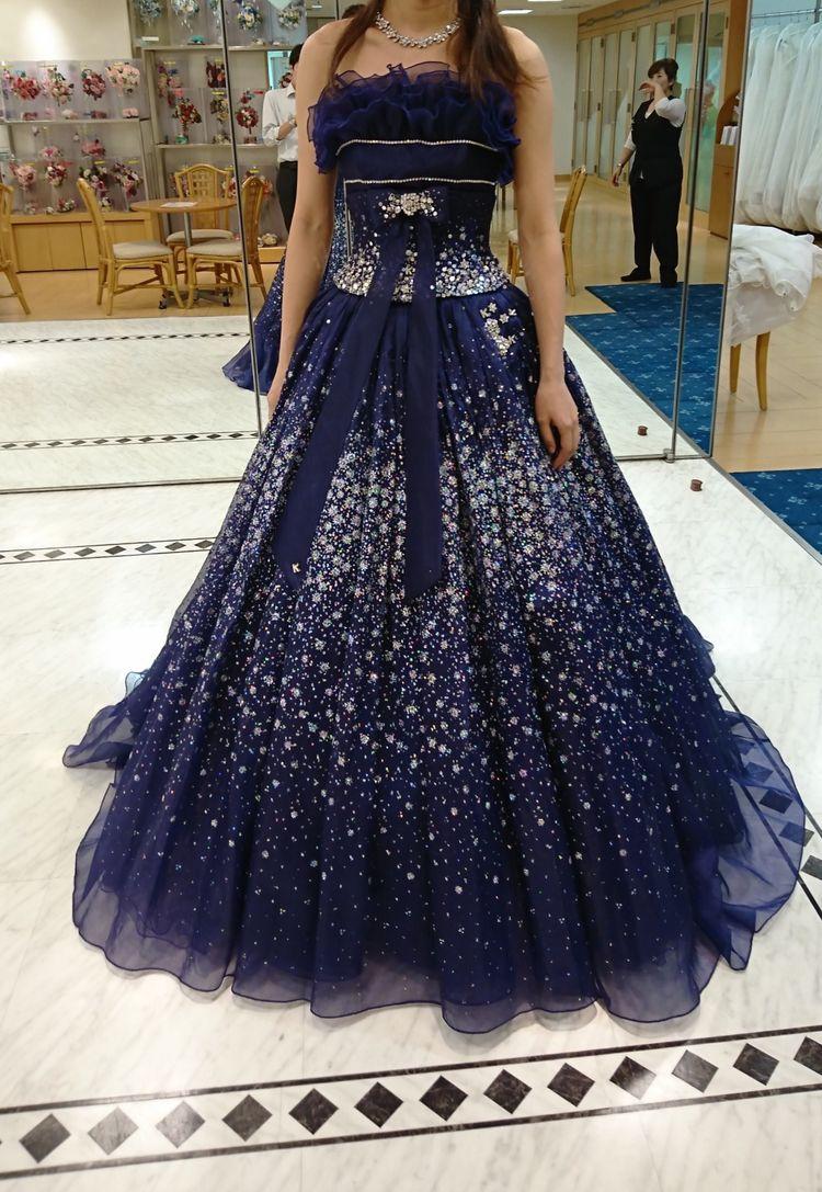 シンプルなネイビーのカラードレス