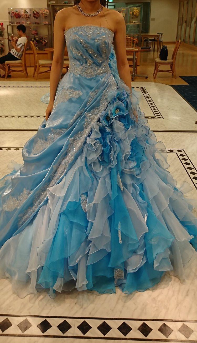 水色の非対称ドレス